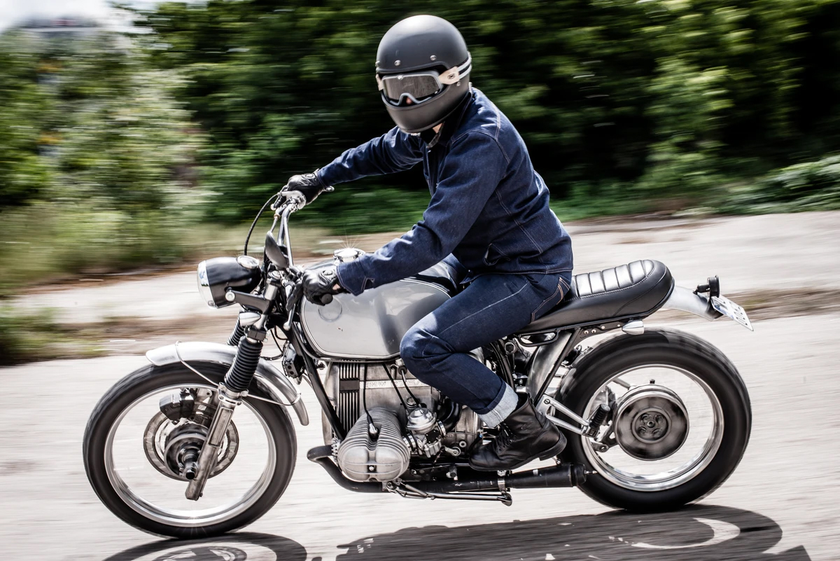Proper Clothing And Dress Code While Riding In Heat